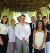 I primi quattro laureati italiani in Green Economy nei giardini dell'Università Suor Orsola Benincasa con il Rettore Lucio d'Alessandro e i docenti (Marcello d'Amato Alessandra Storlazzi . (1)